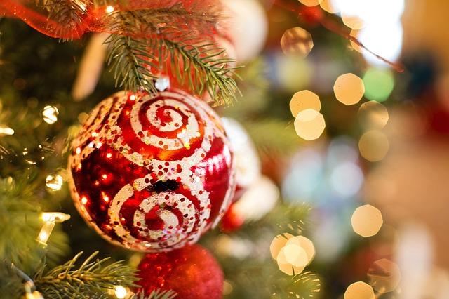 christmas-ornament-1042545_640